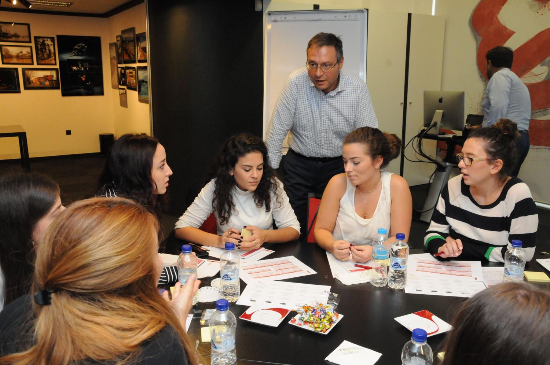 Ο κ. Γ. Σίνος απαντά σε ερωτήσεις των συμμετεχόντων κατά τη διάρκεια του workshop