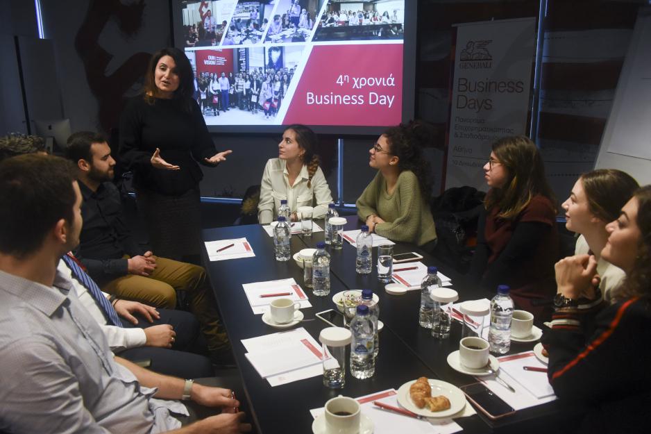Η Διευθύντρια Μάρκετινγκ & Επικοινωνίας κ. Μαρία Λαμπροπούλου συνομιλεί με τους φοιτητές