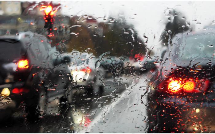 Ασφαλής οδήγηση σε βροχή