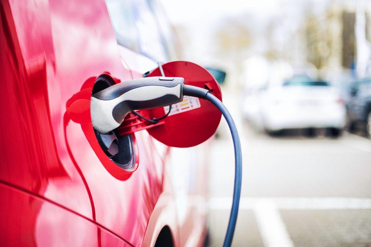Ηλεκτρικά και υβριδικά αυτοκίνητα: όσα πρέπει να γνωρίζετε